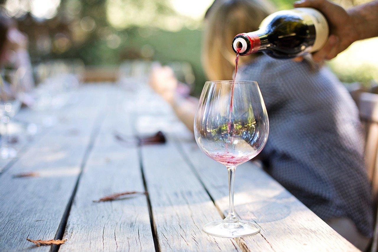 Alcol_vino_CibiPericolosi_Cani
